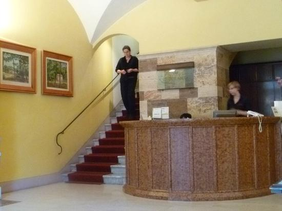 La Cisterna Hotel: Reception area