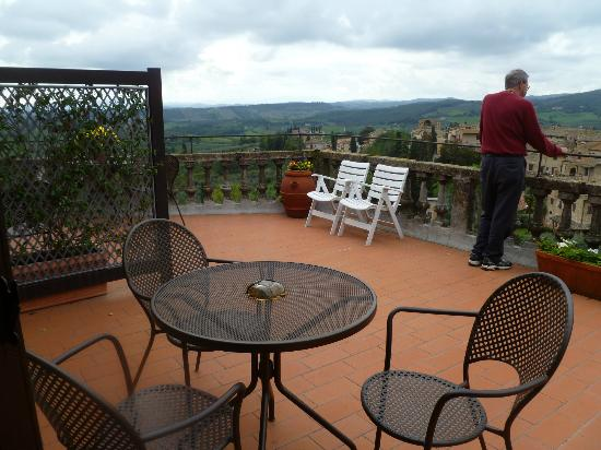 La Cisterna Hotel : shared balcony--Room 83