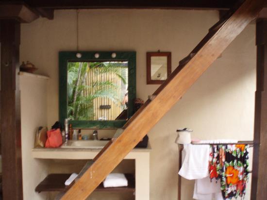Hotel Vila Ombak: la scala camera/bagno
