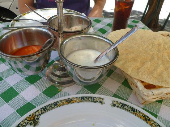 Bombay Palace : Nan y salsas
