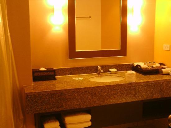 Centara Karon Resort Phuket: Nice Bathroom