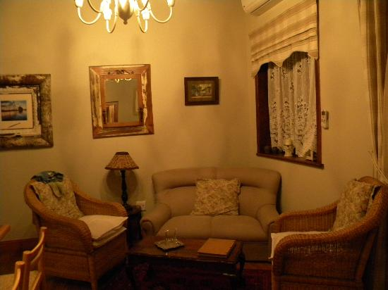 La Pension Guest House: Living room