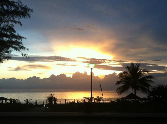 Centara Karon Resort Phuket: Karon Beach Sunset