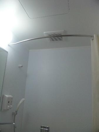 Comfort Hotel Kurosaki: バスルームのカーテンレール曲がっていていい
