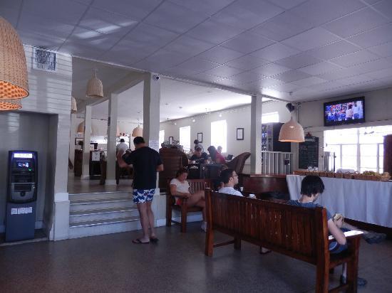 SoBe Hostel: lobby