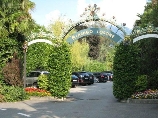Albergo Losone: Car park