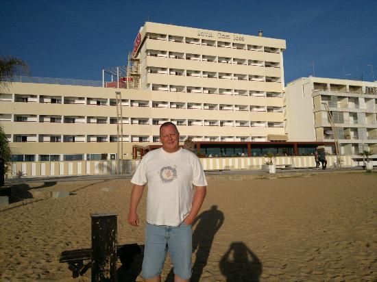 Dom José Beach Hotel : Right in front of the Hotel on the beach