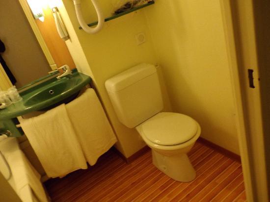 Ibis Mulhouse Ile Napoleon : WC