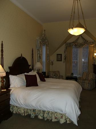The Cliff House at Pikes Peak: Quick phone pict of the Edison Suite. Doesn't do it justice