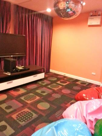 Swissotel Resort Phuket Kamala Beach: Movie room at Kids World