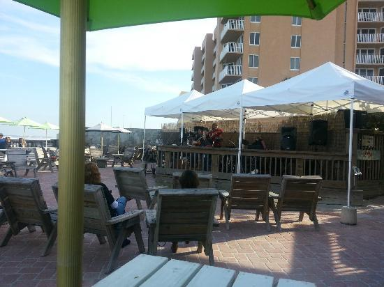 Toni & Joe's Patio: Jazz vocalist Linda Cole on another perfect Saturday afternoon
