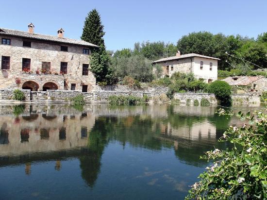Bagno vignoni fotograf a de terme bagno vignoni san quirico d 39 orcia tripadvisor - Bagno vignoni tripadvisor ...