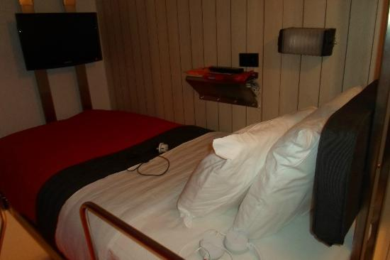 Pod 39 Hotel: Upper bunk