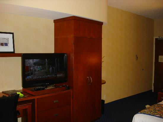 Courtyard by Marriott Lancaster: Fair and balanced television.