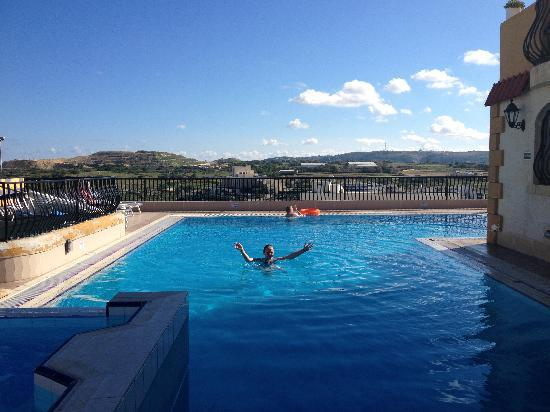 Soreda Hotel: Pool on the roof