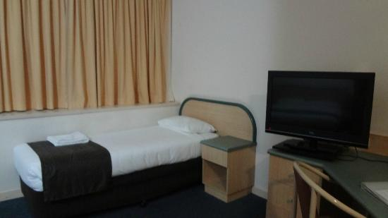 Comfort Hotel Adelaide Riviera: single bed near window