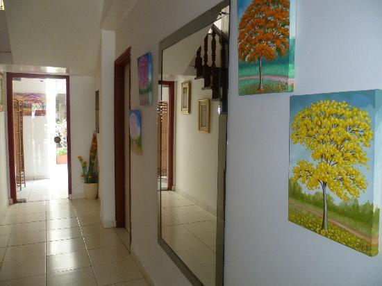 Hotel Casa Suiza: La couloir avec des magnifiques peintures