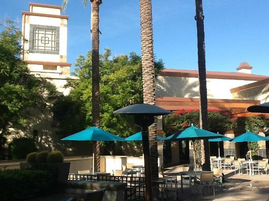 Hilton Scottsdale Resort & Villas: Beautiful building & grounds