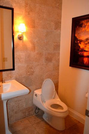 Key West Marriott Beachside Hotel: Half Bath