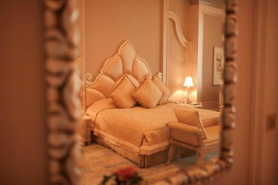 Emirates Palace: Palace Suite Pearl Room