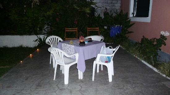 Villa Martha: Alternative outside dining area