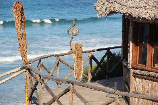 Bamboozi Beach Lodge: Bamboozi restaurant