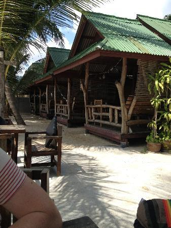 Beer's House Beach Bungalows: The front row bungalows (highly recommended)