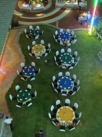 Cera Resort Chaam: Dinner table setting. seen from above