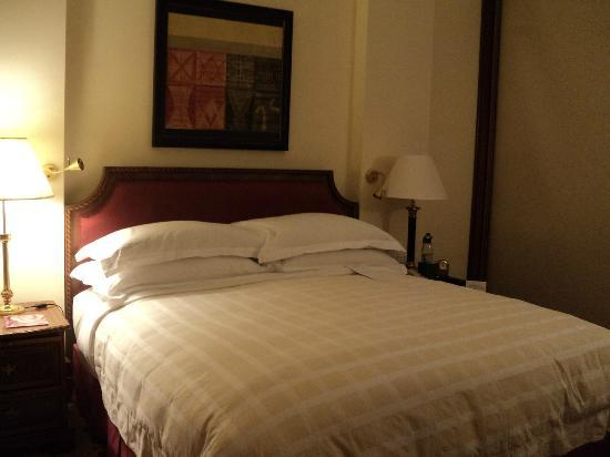 The Oberoi, New Delhi: Bed Room