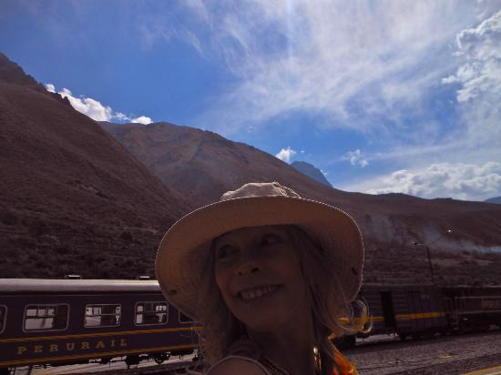 El Albergue Ollantaytambo : Machu Picchu Train in front of the B & B