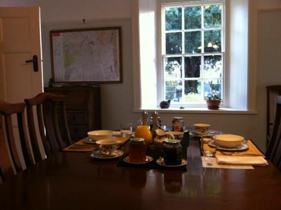 Plas Efenechtyd Cottage B&B: Breakfast Time!