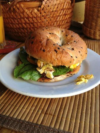 Diva Guesthouse: Delicious scrambled egg bagel at the guesthouse!