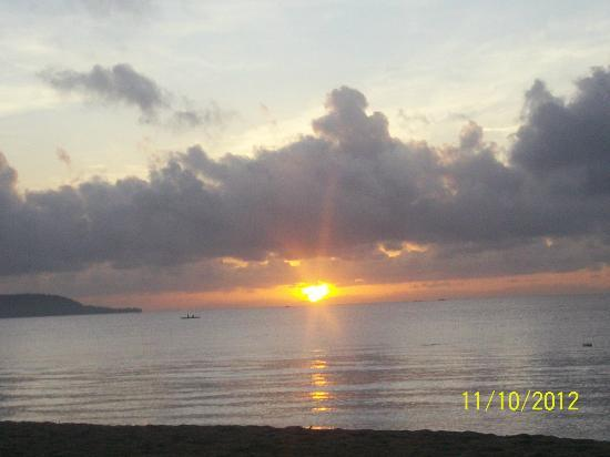 Blue Coral Beach Resort: sunrise from my porch