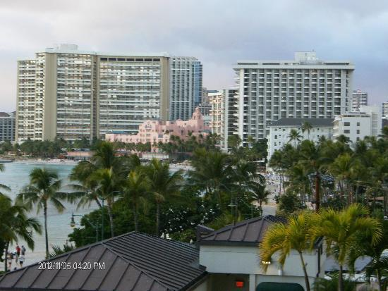 Waikiki Beach Marriott Resort & Spa: View from side balcony