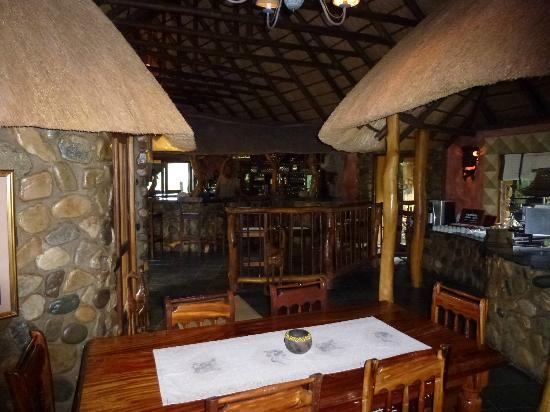 Mkuze Falls Game Lodge: Bar/Dinning Room