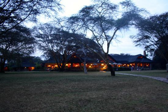 Keekorok Lodge-Sun Africa Hotels: the lodge at night