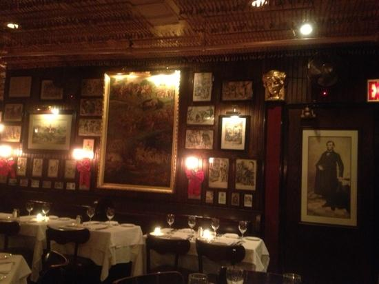 Keens Steakhouse: deco on the wall