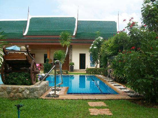 Baan Malinee Bed and Breakfast : i bungalow e la piscina