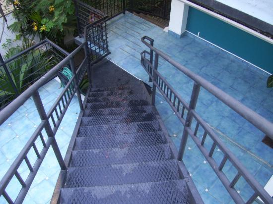 Hostal Entre 2 Aguas: Escaleras hacia el tercer piso