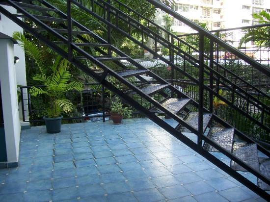 Hostal Entre 2 Aguas: Terraza en el primer piso