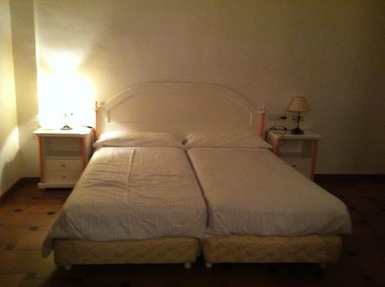 """Hotel Maria Luisa: mobiliario """"retro"""""""