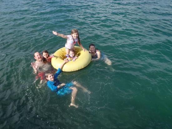 Tranquilo Bay Eco Adventure Lodge: Swimming