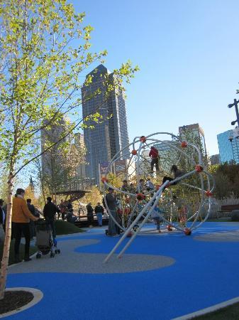Klyde Warren Park: Neat climbing areas for kids