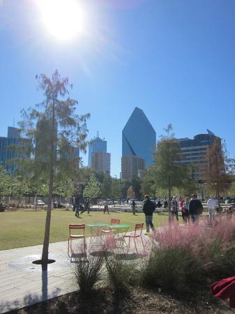 Klyde Warren Park: Cool New Park