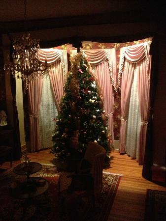 Benefield House Bed & Breakfast: Donna's Christmas Tree