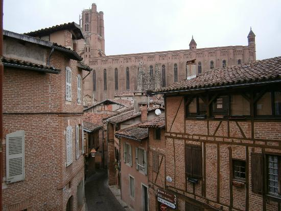 Maison d'Hotes du Pigne: view of albi cathedral from room window