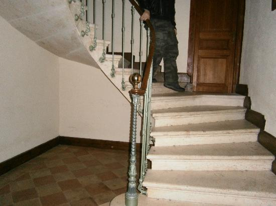 Maison d'Hotes du Pigne : stairs up to room