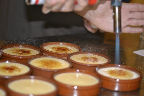 Browning the crema catalana fotograf a de clases de for Clases de cocina barcelona
