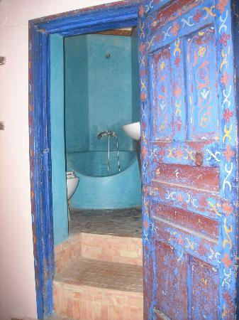 Riad Filalia: bathroom