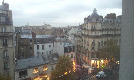 Mercure Paris Arc de Triomphe Etoile: vue du 7eme au dessus du petit marché